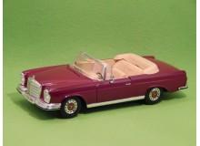 Coche Modelo MERCEDES BENZ 280 SE Vehiculo en miniatura de colección Vintage Automovil a escala