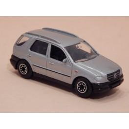 Coche Modelo MERCEDES BENZ ML Vehiculo en miniatura de colección Vintage Automovil a escala