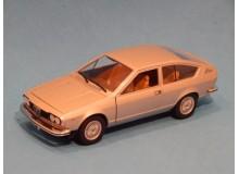 Coche Modelo ALFA ROMEO ALFETTA GT Vehiculo en miniatura de colección Vintage Automovil a escala