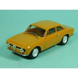 Coche Modelo ALFA ROMEO GIULIA GT Vehiculo en miniatura de colección Vintage Automovil a escala