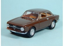 Coche Modelo ALFA ROMEO 1300 JUNIOR Vehiculo en miniatura de colección Vintage Automovil a escala