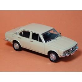 Coche Modelo ALFA ROMEO ALFETTA Vehiculo en miniatura de colección Vintage Automovil a escala