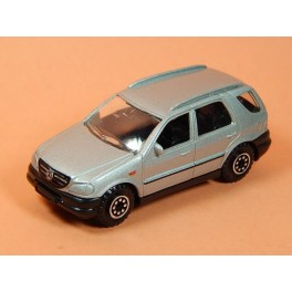 Coche Modelo MERCEDES BENZ CLASE M Vehiculo en miniatura de colección Vintage Automovil a escala